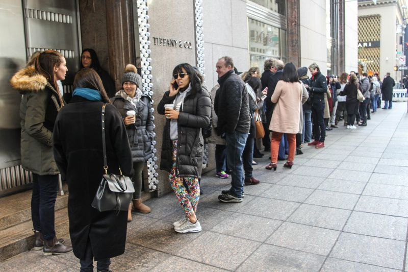Diners Flock To New Tiffany S Cafe For Breakfast But Forced To Get Lunch Due To Long Line New York Daily News
