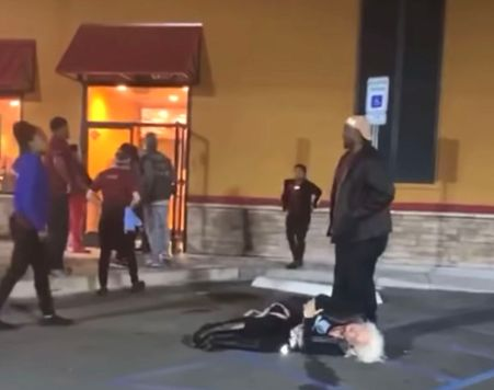 SEE IT: Popeyes worker body slams woman in restaurant parking lot - New  York Daily News