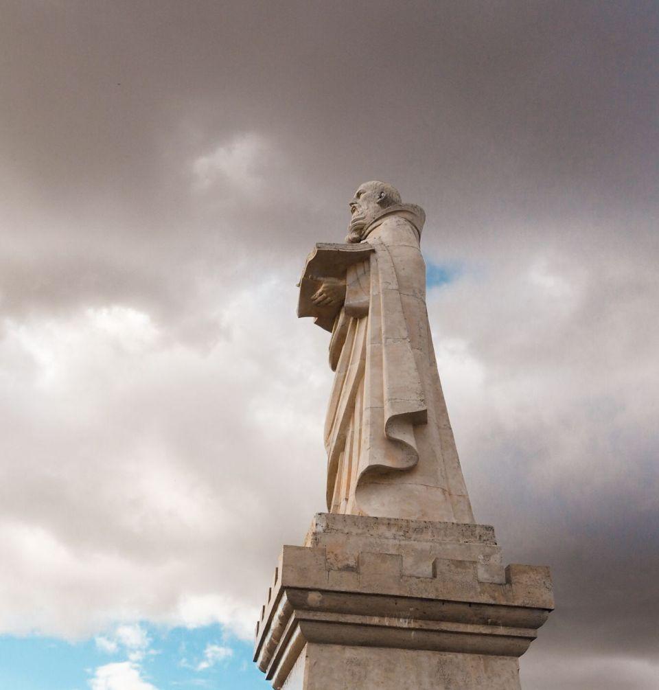 ermita de san felices, estatua