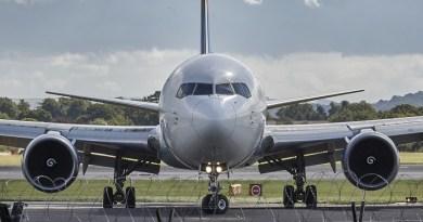 Nainen huusi kovaa lentokoneessa – Pakkopalautus keskeytettiin