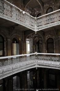 abandoned-atrium-009