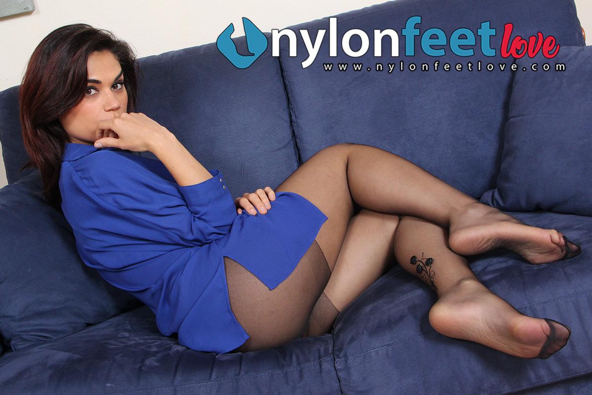 Chiara - nylon covered feet