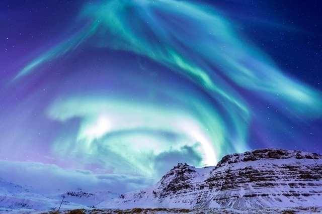 Cheap-and-Inexpensive-Things-to-do-in-Iceland-Northern-Lights