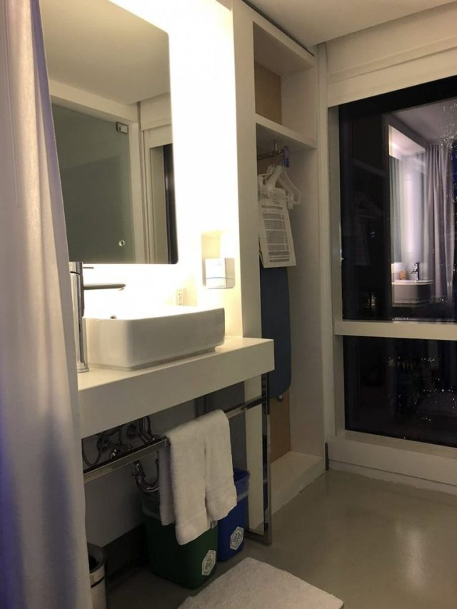 yotel new york at times square west reviews - Bathroom 2