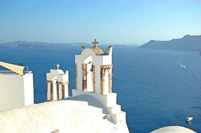 top 10 best things to do in santorini greece -Oia church