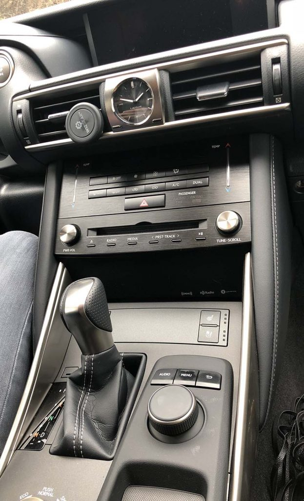oakhurst ca lodge and cabin rental - lexus console