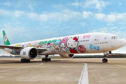 EVA Hello Kitty Hand-in-Hand Jet runway fr nose Feb2018(1)