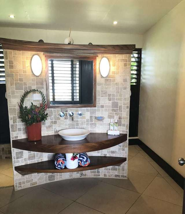 3 BEDROOM LUXURY VILLA IN FIJI WITH PRIVATE POOL - guest bathroom