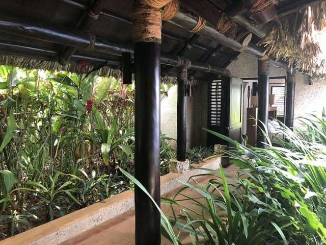 3 BEDROOM LUXURY VILLA IN FIJI WITH PRIVATE POOL - master path 2