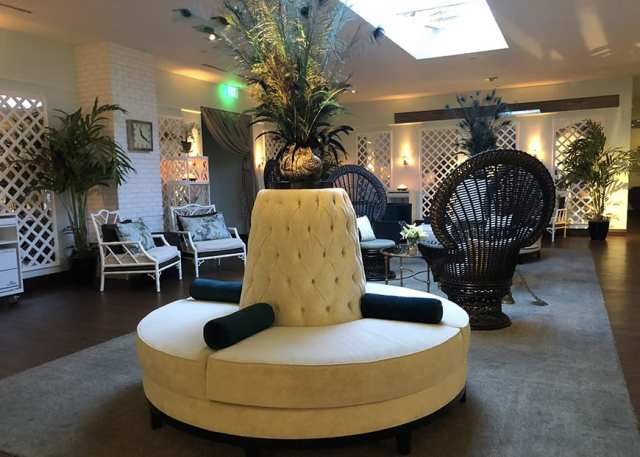 Before your treatment, you can also stop by the Custom Blend Alchemy Bar to blend the ideal oil or lotion for your treatment. There are also giant tubs where you can reserve a ultra luxurious spa bath where you can infuse it with your custom oil blend.