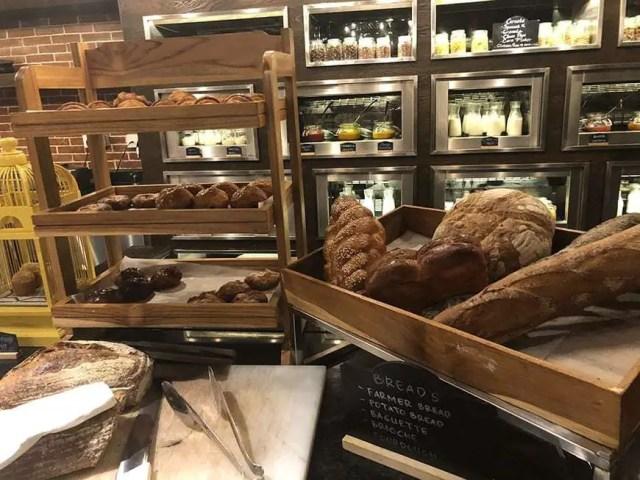 hotel indigo bali seminyak beach - buffet breads