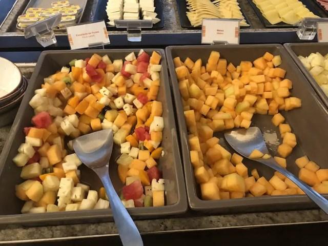 Novotel hotel san isidro lima Peru - breakfast buffet - fruits