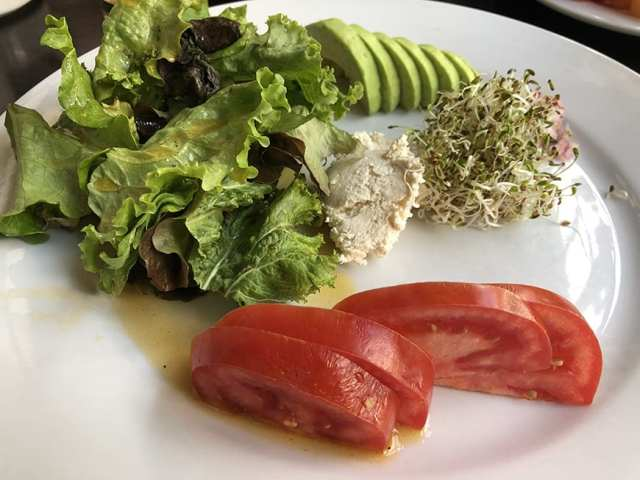 el albergue ollantaytambo - breakfast spreads