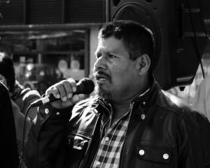 Carlos tror internasjonalt press kan hjelpe for å få frem sannheten om hva som har skjedd med sønnen. Her under en markering i OSlo 17. april.