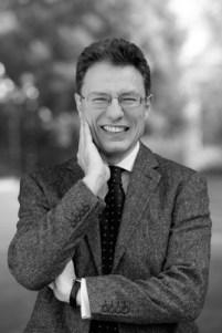 Luciano Floridi er professor i filosofi og informasjonsetikk ved Oxford University, hvor han også leder Oxford Internet Institute.