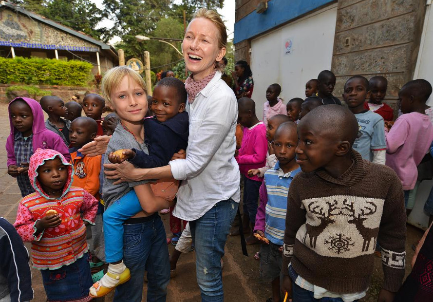Actress Naomi Watts Visits Children's Home!