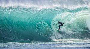 サーフィンのスピードはどのくらい出るのか検証