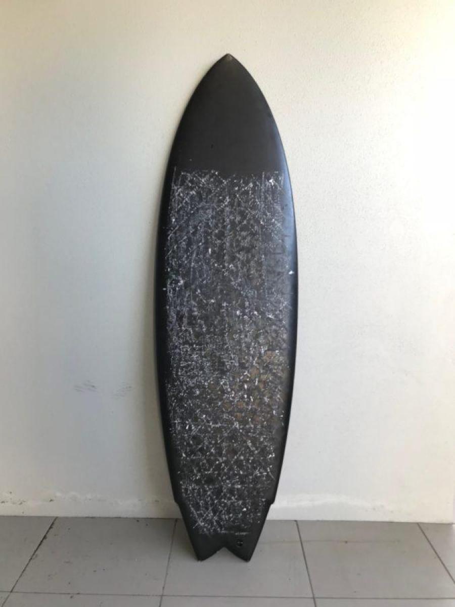 サーフボードの表面は『デッキ』