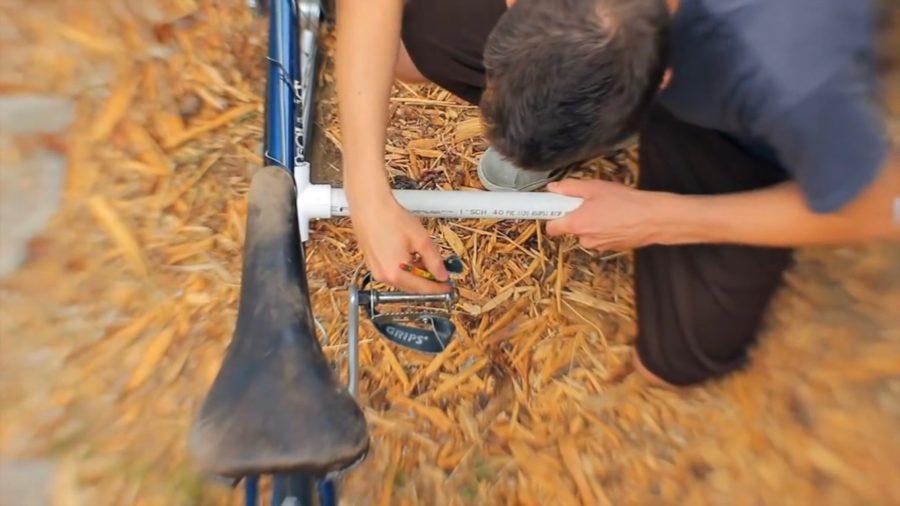 サーフボードキャリア取り付けのために寸法を計測する