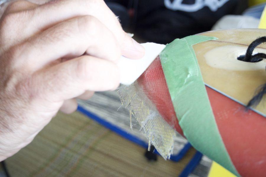 ガラスクロスが補修箇所をしっかりとカバーしているのがわかる