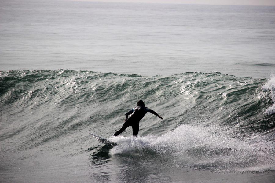 トライフィンセッティングは、小さい波の時、サーフボードを自分で加速させる必要がある