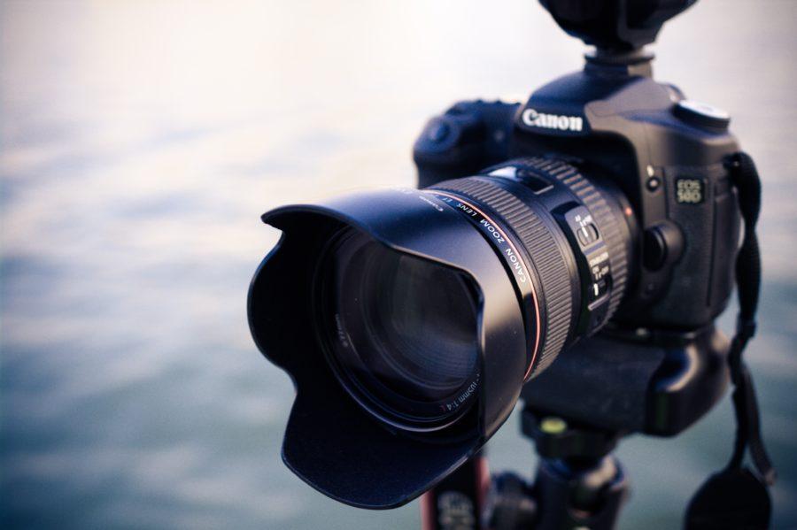 サーフィン撮影用のカメラを選ぶ際には手ぶれ補正とオートフォーカス機能に着目したい