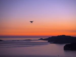 サーフィンをドローンで空撮!サーフィンの撮影に最も適したドローンはどれ?