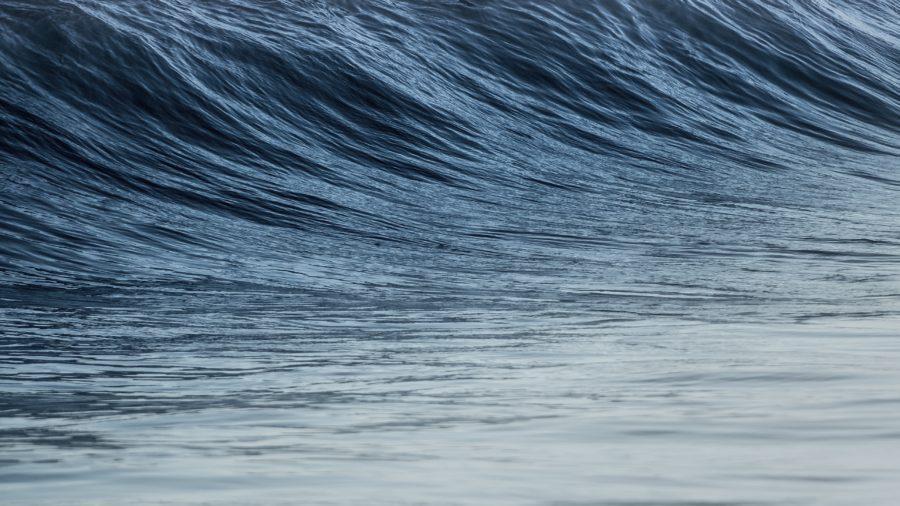 サーフィンでは近くを見過ぎないことが転ばないようにするコツ