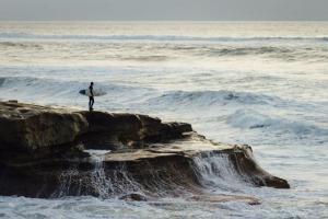 なぜサーファーは波を追い求め続けるのか【サーフィンの本質とは】