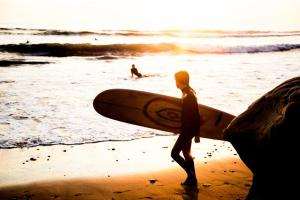 ロングボードでサーフィンを始める利点【初心者のためのサーフボード選びガイド】