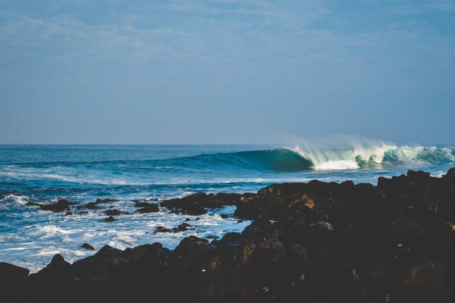 割れていく波を横に走るのがサーフィン
