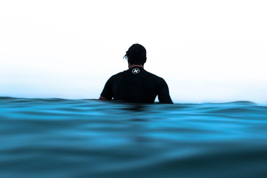 冬のニュージーランドでサーフィン