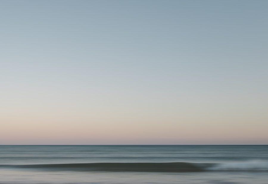 サーフィンができる波を生み出す