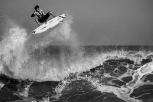 大人サーフィンのススメ【若者の波乗りを目指さなくていい理由】