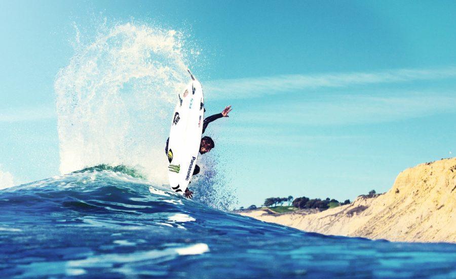 サーフィンのターンに腕のリードは必要不可欠