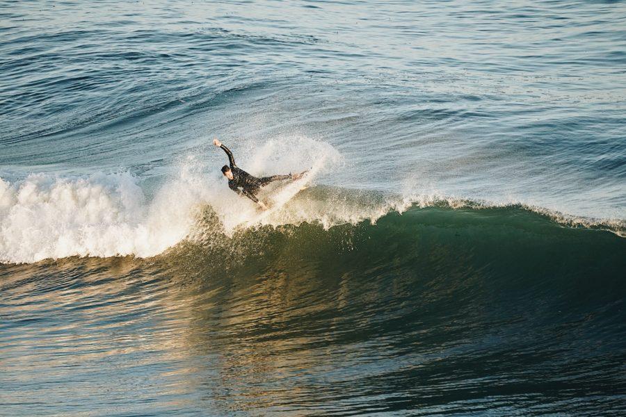 サーファー仲間は波の大きさを2割り増しに伝える