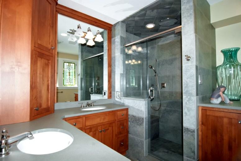 Master bath (Photo courtesy of Gagliardo Realty Associates)