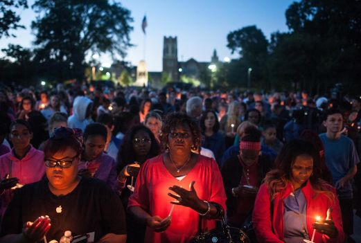 Hundreds gathered in Scoville Park on Aug. 31 for a vigil in honor of Elijah Sims, the 16-year-old OPRF senior who was shot and killed in Austin earlier this week. The gathering was held on what would have been his 17th birthday. | William Camargo/Staff