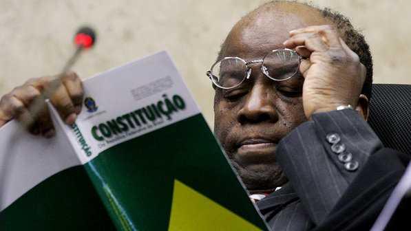 O presidente do STF, Joaquim Barbosa, durante julgamento do mensalão, em 10/12/2012 - José Cruz/ABr