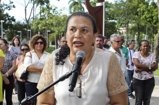 A secretária de Saúde, Suely Melo, em discurso durante a solenidade (Gleilson Miranda/Secom)