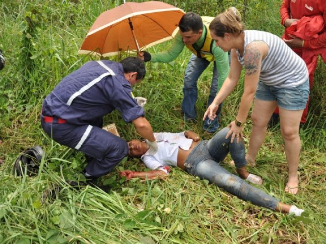 Enciumado, o ex-marido bateu contra a traseira da motocicleta causando a morte instantanêa de Emerson de Andrade/Fotos: Selmo Melo