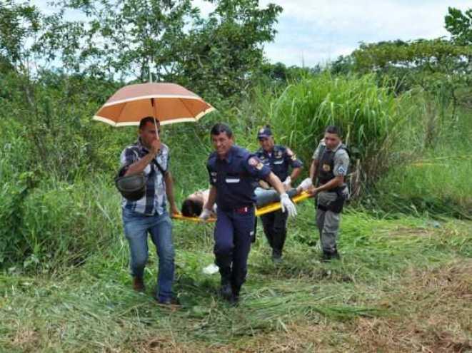 Revoltados, populares prenderam o motorista até a chegada da polícia/Foto: Selmo Melo