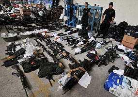 policia-mostra-drogas-armas-municoes