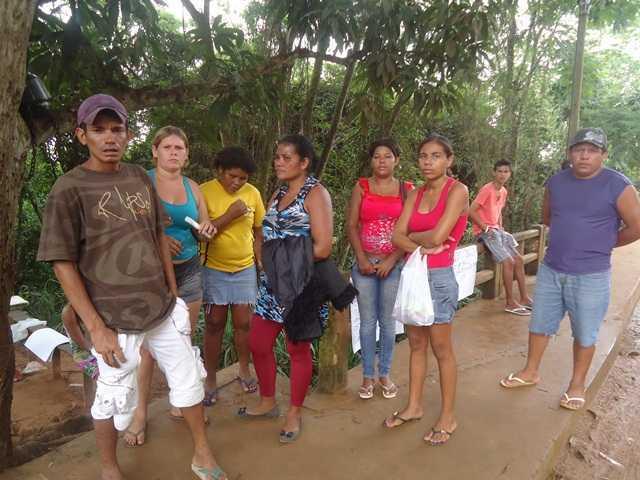 Parentes dos brasileiros estão apreensivos e temem pela morte dos que estão no hospital - Foto: Almir Andrade