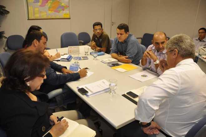 Prefeito Everaldo Gomes se reuniu com superintendente do banco na região para analisar parcerias, convênios e apoio na realização de eventos no município - Foto: Assessoria