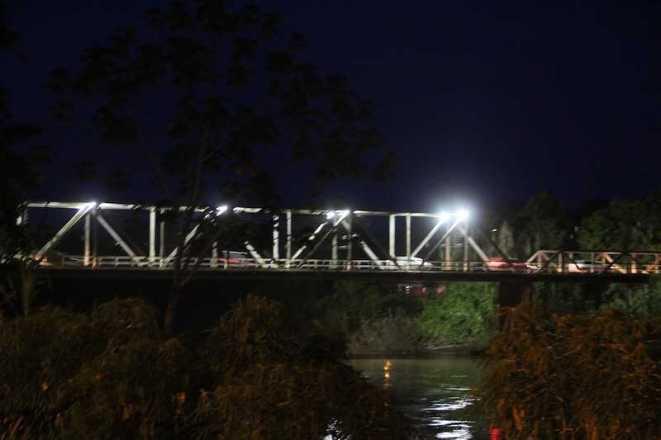 a mais de quatro meses Ponte que liga Brasiléia à Epitaciolândia estava sem a iluminação também foi uma das contempladas - Foto: Assessoria