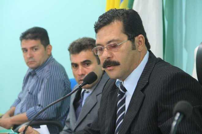 Presidente da Câmara de Epitaciolândia, Raimundo Nonato, do PR, durante a primeira sessão de 2013