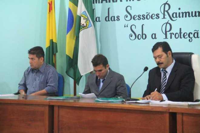 Prefeito André Hassem (e), ouviu atentamente os pedidos dos vereadores presente na Sessão
