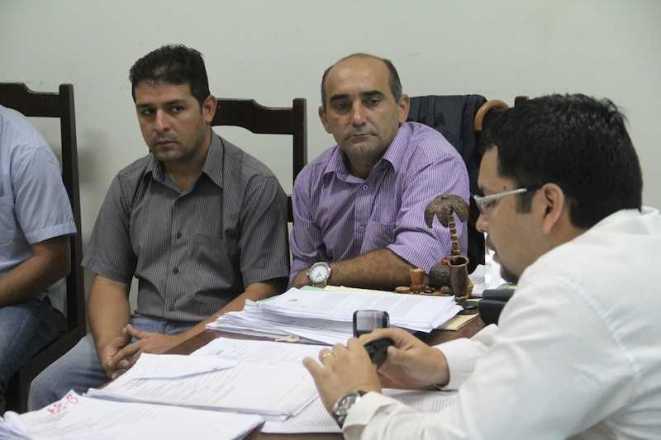 Prefeitos André Hassem e Everaldo Gomes foram recebidos juiz Diego Bandir Joca Saucedo - Foto: Alexandre Lima