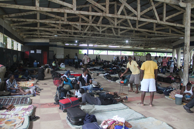 Cerca de 500 imigrantes haitianos que estão na cidade de Brasiléia (Acre), estão sendo alojado em um clube que foi adapatado para recebe-los - Foto: Alexandre Lima